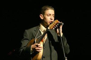 Músico de 19 anos vence o Prêmio Visa - Folha de São Paulo